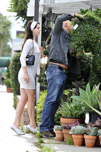 http://img281.imagevenue.com/loc216/th_158792462_LanaDelRey_OAHollywood_October11_2012_10_122_216lo.jpg