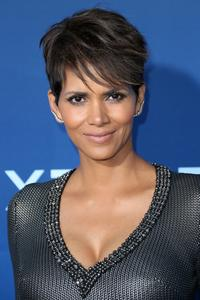 "Halle Berry @ The Premiere of ""Extant"" in Los Angeles (6/16)"