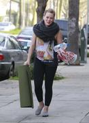 http://img281.imagevenue.com/loc464/th_046144780_Hilary_Duff_heads_to_yoga_in_Studio_City23_122_464lo.jpg