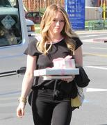 http://img281.imagevenue.com/loc497/th_518551323_Hilary_Duff_head_to_a_party6_122_497lo.JPG