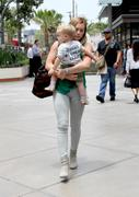http://img281.imagevenue.com/loc561/th_332028267_Hilary_Duff_Shopping_West_Hollywood3_122_561lo.jpg