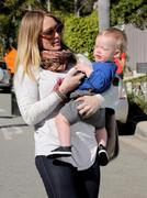 http://img281.imagevenue.com/loc586/th_533085841_Hilary_Duff_out_in_Beverly_Hills17_122_586lo.JPG