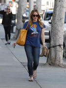 http://img281.imagevenue.com/loc594/th_740762350_Hilary_Duff_nail_salon16_122_594lo.jpg