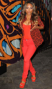 http://img281.imagevenue.com/loc90/th_310459457_ChristinaMilian_JustDance4Launch_24_122_90lo.jpg